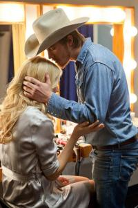 Garrett Hedlum and Gwyneth Paltrow in Country Strong