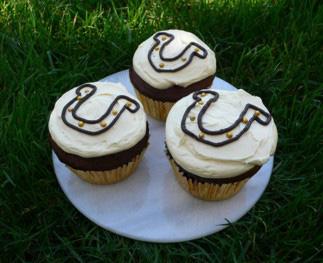 Lucky Horseshoe Cupcakes