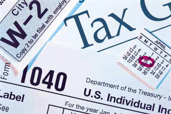 IRS extends tax deadline to April 18, 2011