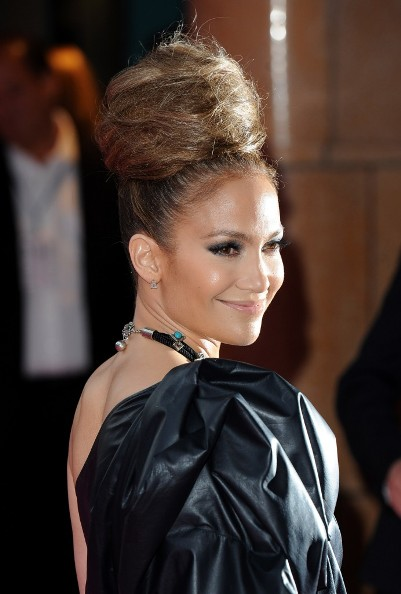 american idol jennifer lopez hair. a bold hair net accessory.