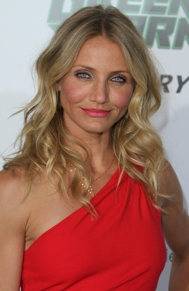 cameron diaz the mask dress. cameron diaz hair holiday.