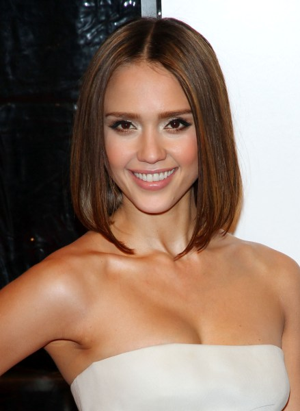 jessica alba short hair 2011. messy short hairstyle.