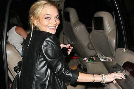 Lindsay Lohan to face theft charges