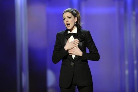 Anne Hathaway sings to Hugh Jackman