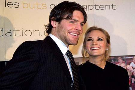 Mike Fisher And Carrie Underwood Kissing. Carrie Underwood banned from