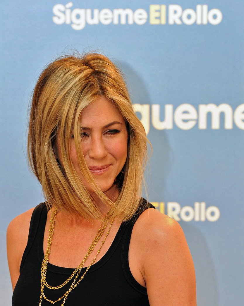 new haircut at the Madrid premiere of her new film, Just Go With It