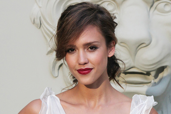 Jessica Alba has an oval shaped face