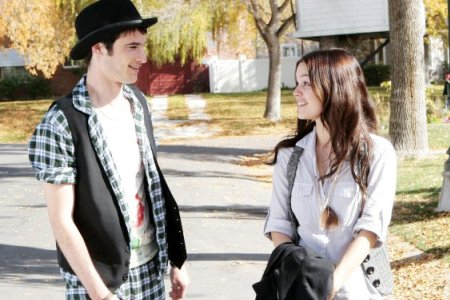 Tom Sturridge and Rachel Bilson in Waiting for Forever