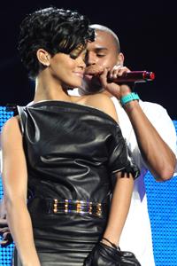 Rihanna & Chris reunite at Grammys?