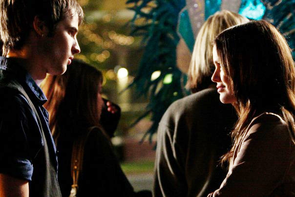 Tom Sturiddge and Rachel Bilson in Waiting for Forever