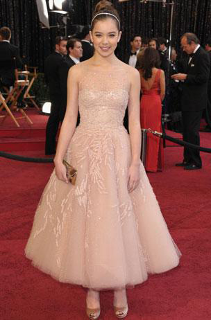 Hailee Steinfeld at the 2011 Oscars