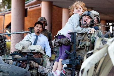 Aaron Eckhart tries a rescue in Battle: Los Angeles
