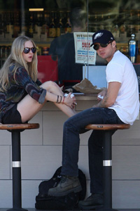 Are Seyfried & Phillippe dating?