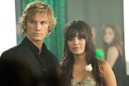 Alex Pettyfer and Vanessa Hudgens in Beastly