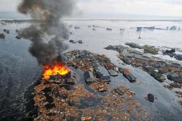 http://cdn.sheknows.com/articles/2011/03/japan-tsunami.jpg