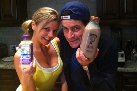 Charlie Sheen tweets his first photo