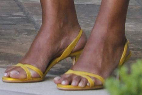 Fashion Tip Friday: Avoid Toe Overhang This Summer!