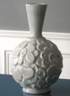 Klein Reid satin-glazed white vases