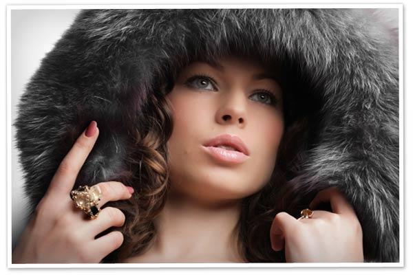 Woman wearing a winter hat
