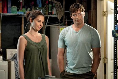 Ashley Judd and Harry Connick Jr in Dolphin Tale