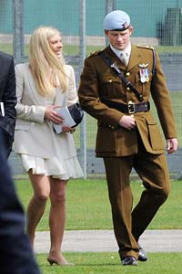 Chelsy Davy is going to the royal wedding with Prince Harry