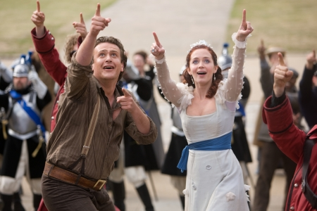 Jason Segel and Emily Blunt in Gulliver's Travels