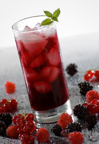 Iced tea with berries