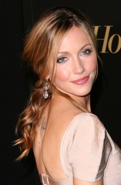 Katie Cassidy with a ponytail hairstyle