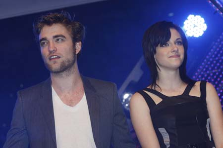 Kristen Stewart Engaged on Are Robert Pattinson And Kristen Stewart Engaged
