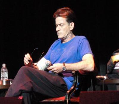 A Twitpic from Charlie Sheen's Chicago tour stop
