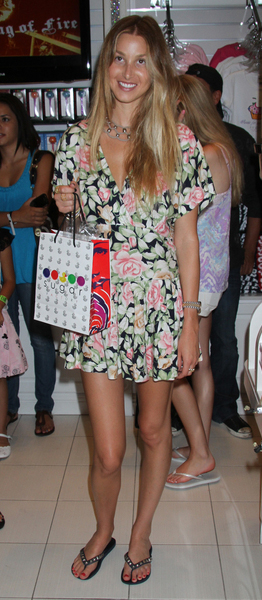 whitney port wearing flip flops