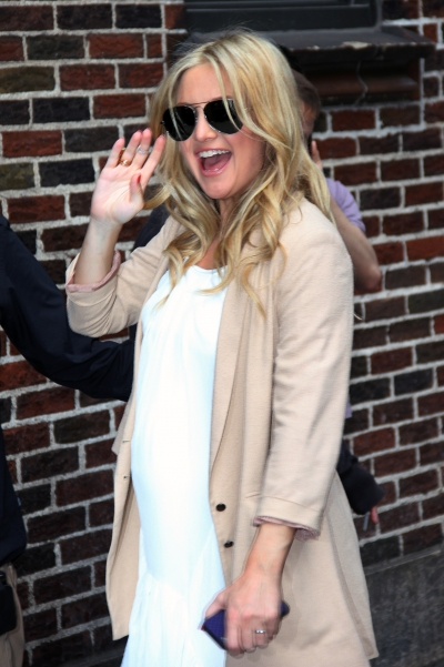 Kate Hudson in stylish pregnancy outfit