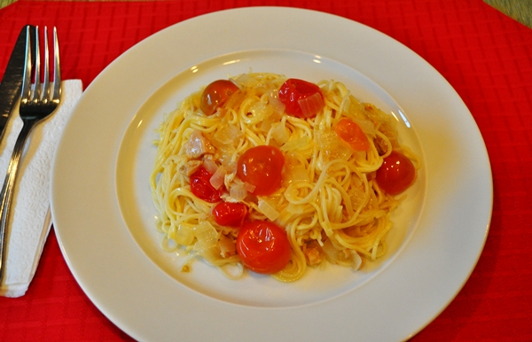 Fresh heirloom tomatoes and clams make an excellent spaghetti sauce