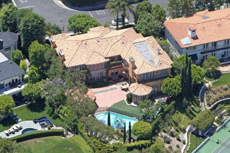 Charlie Sheen selling mansion