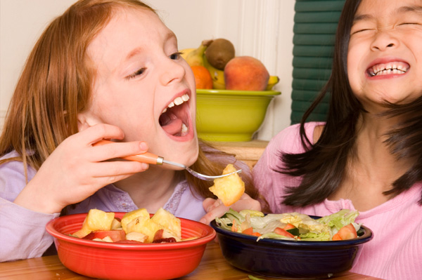 kids-eating-fruit-salad