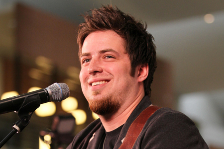 DeWyze's brother tweets his anger