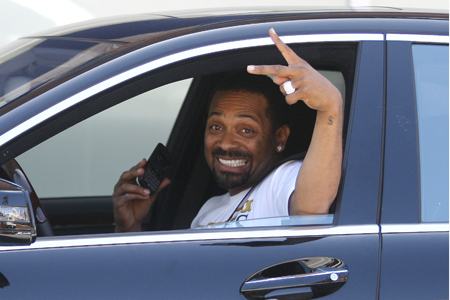 Mike Epps gets served on video