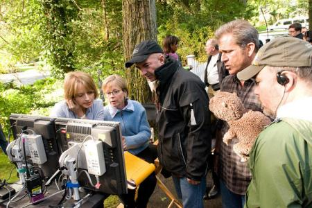 Jodie Foster directs The Beaver