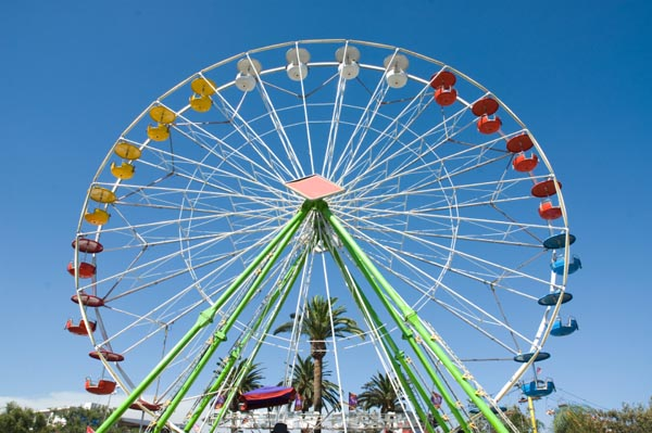 ferris-wheel-at-fair