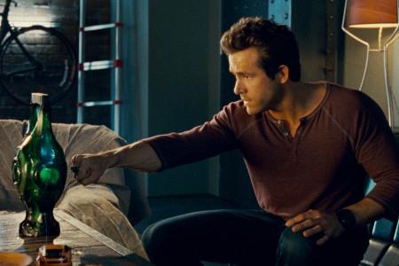Ryan Reynolds tries to be Green Lantern