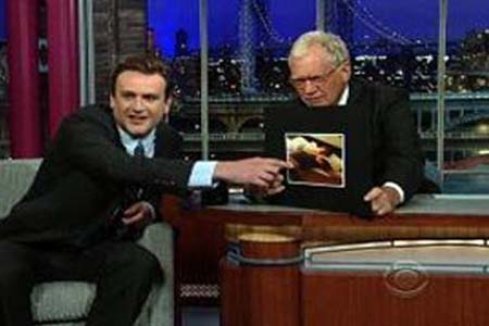 Jason Segel shows off 30 lb. weight loss on Letterman