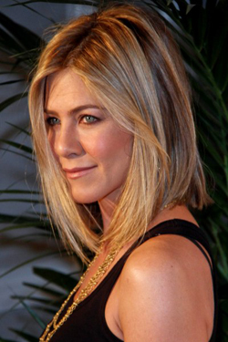 Jennifer Aniston's face slimming hairstyle