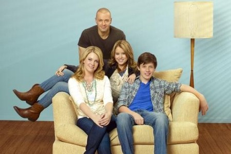 The cast of Melissa and Joey