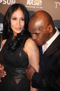 Mike Tyson renews marriage vows