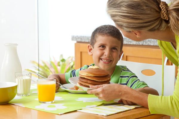 Real moms bite down on breakfast