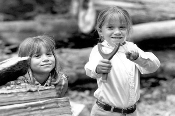 Mary Kate Olsen and Ashley Olsen as children