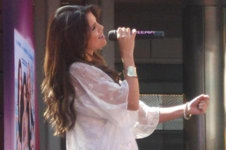 Selena Gomez live and we're there!