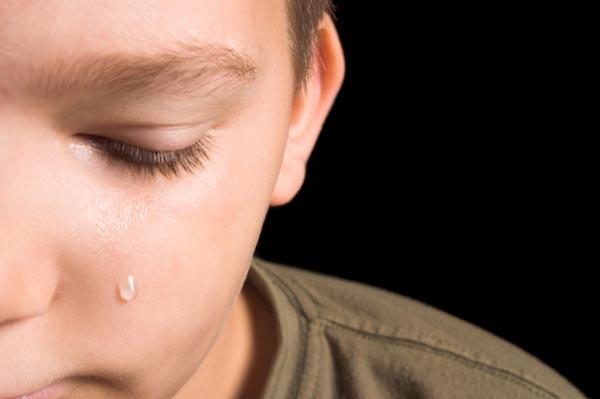 boy-crying-dog-died
