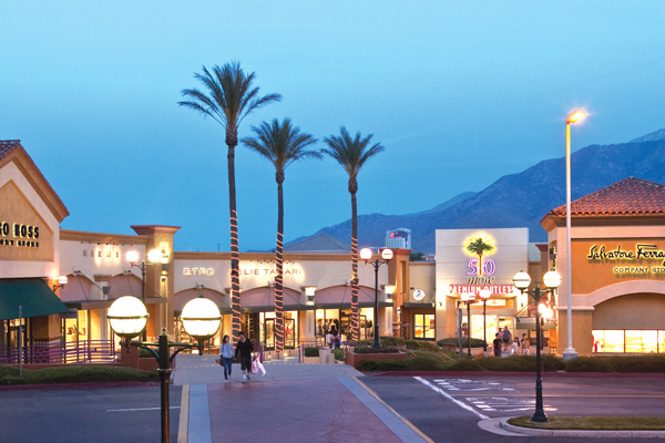 Desert Hills Premium Outlet