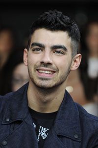 Joe Jonas' awkward performance